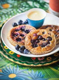 Find out how to make these gorgeously healthy blueberry pancakes with mango cashew cream from The Art of Eating Well cookbook by Hemsley + Hemsley. This simple, nourishing take on classic American breakfast pancakes makes a perfect weekend brunch. Not only are these pancakes delicious, they are also grain-free, gluten-free, dairy-free and refined sugar-free. Happy breakfasting!