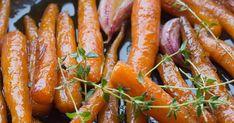 Oto obiecane w notce o pieczonym dziku karmelizowane marchewki. Najlepiej wypadają naprawdę młodziutkie sztuki, ale starsze też dają radę,... Polish Recipes, Carrots, Sausage, Food And Drink, Menu, Vegetables, Diet, Menu Board Design, Polish Food Recipes