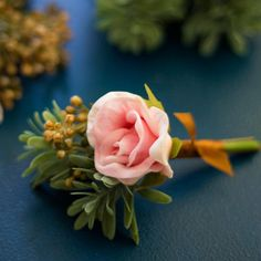 While you can leave all your wedding flower selections in the hands of a capable professional floral designer and get fantastic results, you might wish to take a more hands on technique. Wedding Flower Guide, Diy Wedding Flowers, Wedding Flower Arrangements, Flower Bouquet Wedding, Diy Flowers, Flower Decorations, Wedding Centerpieces, Wedding Stuff, Wedding Ideas