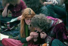 SMOKING POT MARIJUANA ROLL YOUR OWN 1970S HIPPY HIPPIES LONDON UK