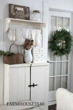 farmhouse home accents Home Design, Küchen Design, Christmas Open House, Cozy Place, Farmhouse Chic, Cool Ideas, Home Interior, Home Accents, Cottage Style