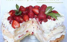 tort bezowy truskawkowy