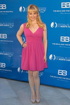Melissa Rauch might play Howard's nerdy wife on NBC's mega-popular sitcom The Big Bang Theory, but she can take on quite a different persona if Sexy Older Women, Classy Women, Sexy Women, Melissa Rauch, Girl Celebrities, Celebs, Big Bang Theory Actress, Kayley Melissa, The Bigbang Theory