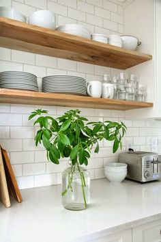 New Kitchen Tiles Modern Back Splashes Open Shelving Ideas Subway Tile Kitchen, Kitchen Backsplash, Backsplash Ideas, Kitchen Cabinets, White Tiles, Tile Ideas, Kitchen Countertops, Kitchen Mosaic, Kitchen Organization