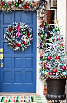 Find the most impressive outdoor DIY winter decorations for Christmas and New Year for your home here. Colored Christmas Lights, Christmas House Lights, Christmas Porch, Christmas Holidays, Christmas Wreaths, Silver Christmas, Christmas Villages, Victorian Christmas, Country Christmas