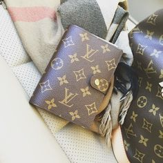 She goes everywhere with me now!! Also top 3 LV handbags video LIVE now!! Link in profile!! #lux_mommy #lvagenda #agendapm #burberry #petitnoe #minks4all #jerushaaddict #botd #agenda by lux_mommy