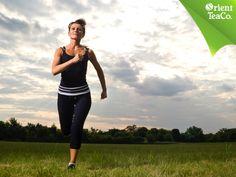 #BeneficiosDelTé TOMA LO MEJOR DE LA VIDA. La velocidad al caminar se origina en los brazos. Hay que mantenerlos a un nivel cómodo, doblados a la altura del codo y moverlos hacia atrás y hacia adelante al caminar. Moverlos más rápido nos permite acelerar el paso de manera automática y este movimiento ayuda a tonificar los brazos, los hombros y la espalda. Recuerda que después de realizar cualquier tipo de ejercicio, debes rehidratar tu cuerpo y para eso no hay nada mejor que Orient Tea.