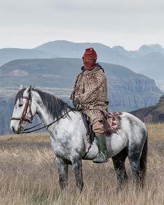 Thom Pierce – The Horsemen of Semonkong – Lebohang Monyamane – Letseng, Lesotho, 2016 Amazing Photography, Portrait Photography, Contemporary African Art, Documentary Photographers, Unusual Art, Grid Design, Photo Essay, Photo Art, Horses