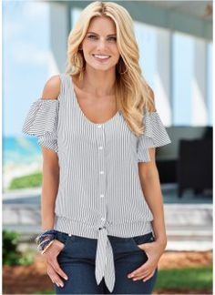 Order a sexy Flutter Sleeve Striped Top from VENUS. Shop short sleeve tops, tanks, tees, blouses and more at an affordable price today! Diy Fashion, Ideias Fashion, Fashion Outfits, Fashion Design, Casual Outfits, Sewing Clothes, Diy Clothes, Umgestaltete Shirts, Shirt Refashion