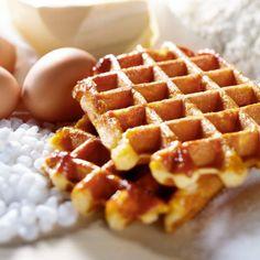 Rețetă de faguri pufoși - Revista Teo Deserts, Banana, Breakfast, Sweet, Food, Cakes, Journals, How To Make Waffles, Language