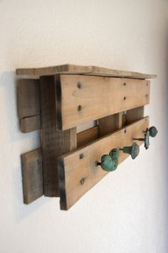Wood Pallet Coat Rack / Reclaimed Wood Coat Rack / Rustic Upcycled Coat Rack -- I don't think I want this for my house, but it inspires me to do one with driftwood from the shore nearby. Pallet Crates, Wooden Pallets, Pallet Wood, Pallet Entry Table, Rustic Shoe Rack, Pallet Coat Racks, Palette Deco, Pallet Designs, Pallet Creations