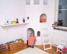 Lo quiero: un castillo para jugar en la habitación de los niños. / I want it: a castle to play in the Kids' Room.