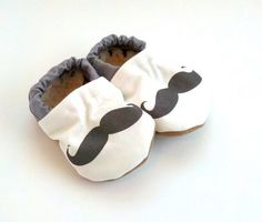 mustache baby shoes mustache shoes black and von ScooterBooties