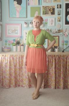 Dress + cardigan + belt on the outside. From Scathingly Brilliant #belte #kjole #outfit