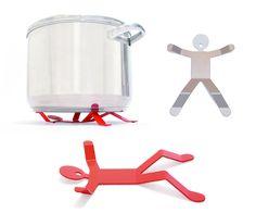 Le dessous de plat Hotman est le compagnon idéal pour vos dîners. Il ne mange pas beaucoup et se glisse sous vos casseroles brûlantes puis il se range facilement parmi vos ustensiles de cuisine.
