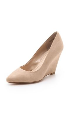 The perfect nude wedge.