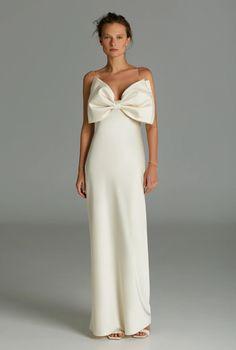 White maxi dress with thin straps on the shoulders and architectural bow on the chest. White Maxi Dresses, Ball Dresses, Formal Dresses, Queen, Bridesmaid Dresses, Wedding Dresses, Fitness Models, Feminine, How To Wear