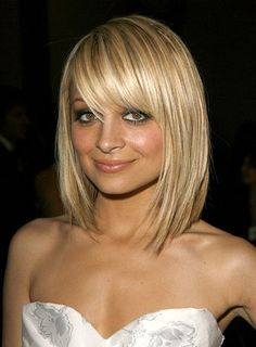 A big trend in hair is the long bob, not long hair, not short hair, but cut somewhat blunt and just above the shoulders. The long bob works well with all. Blonde Bob Haircut, Bob Haircut With Bangs, Bob Haircuts, Medium Haircuts, Hairstyles Haircuts, Haircut Long, Latest Hairstyles, Famous Hairstyles, Haircut Medium