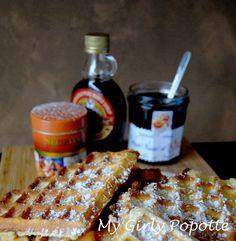 """Aujourd'hui je vous propose une recette de gaufres, crousti moelleuses. Du beurre, de la crème, du sucre, du rhum de quoi à les rendre gourmandes et goûteuses. Cette recette c'est celle de """"Grand Mère Bocuse"""", elle est tirée du livre """"Toute la Cuisine de Paul Bocuse"""" Ed Flammarion. c"""