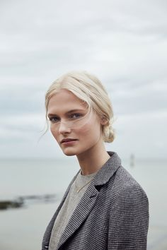 Картинки по запросу minimal portrait photography female