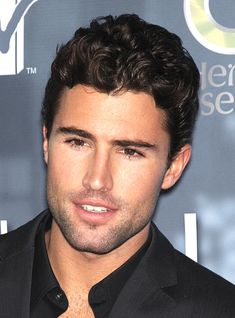men hairstyles for curly hair | Famous Men with Curly Hair