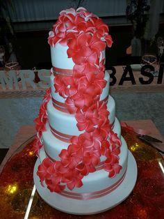 Samoan and Thursday Island. Samoan Wedding, Polynesian Wedding, 30th Birthday Themes, 16 Birthday Cake, Island Cake, Island Food, Wedding Pins, Wedding Cakes, Dream Wedding