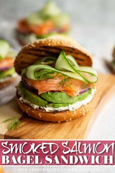 Healthy Bagel, Healthy Sandwich Recipes, Healthy Sandwiches, Sandwiches For Lunch, Smoked Salmon Sandwich, Bagel Sandwich, Sandwich Cream, Smoked Salmon Recipes, Plat Simple
