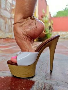 Sexy Legs And Heels, Sexy High Heels, High Heels Stilettos, Beautiful High Heels, Beautiful Toes, Feet Soles, Women's Feet, Female Feet, Heeled Mules