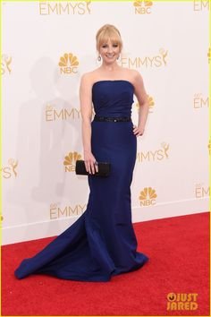 Melissa Rauch / Emmys 2014 / Melissa is wearing a Pamella Roland dress, Stuart Weitzman shoes, a Judith Leiber clutch, and a Sutra ring and earrings.