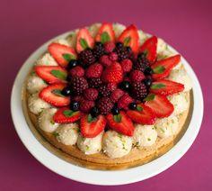 Mon gâteau light fruits rouges, coco, citron vert. Recette parue dans Elle magazine le 7 mai 2015