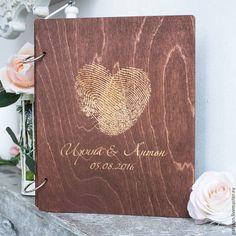 Роскошная папка для свидетельства Сердце изготавливается под заказ, с конкретными именами будущих молодоженов и датой их свадьбы.