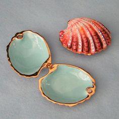 Jeweled Clam Shell trinket box.