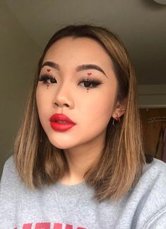 spending valentines day this year with no valentine, but that doesn't mean i can't do cute vday looks : MakeupAddiction Edgy Makeup, Cute Makeup, Pretty Makeup, Makeup Art, Hair Makeup, Makeup Eyeshadow, Makeup Ideas, Eyeliner, Channel Makeup