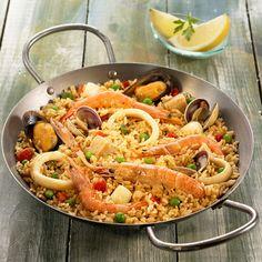 Descubre como preparar paso a paso la receta de Paella de marisco. Te contamos los trucos para que triunfes en la cocina con Arroz para chuparse los dedos