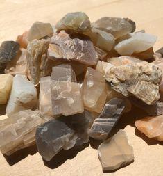 Minerals And Gemstones, Rocks And Minerals, Crystals And Gemstones, Stones And Crystals, Rock Identification, Raw Gemstone Jewelry, Mineralogy, Rocks And Gems, Stone Art