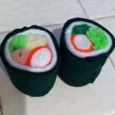 Felt sushi for the kiddies. Felt Food Patterns, Crochet Patterns, Felt Crafts, Diy Crafts, Kawaii Felt, Food Plus, Diy Ideas, Craft Ideas, Crochet Cross