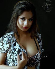Beautiful Girl Photo, Beautiful Girl Indian, Beautiful Curves, Beautiful Indian Actress, Gorgeous Women, Beauty Full Girl, Beauty Women, Stylish Girl Images, Indian Beauty Saree
