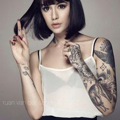 Hannah Snowdon is so beautiful asdfghjkl insanely jealous of how amazing she looks with her tattoos too Sexy Tattoos, Body Art Tattoos, Sleeve Tattoos, Tattoos For Women, Tattooed Women, Tattoo Sleeves, Hand Tattoos, Tattoo Girls, Girl Tattoos