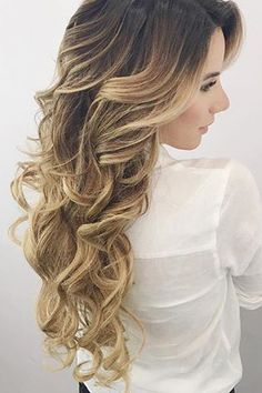 Beautiful Blonde Curls on @arianalauren who is wearing her Dirty Blonde #LuxyHairExtensions <3
