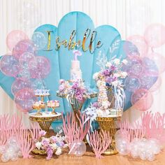 It's essential to have a lively birthday party when someone in your family has a birthday. It's a very happy day for relatives and friends to get together and celebrate someone's birthday. The decoration of birthday party is very important. Mermaid Theme Birthday, Little Mermaid Birthday, Little Mermaid Parties, Girl Birthday, Cadeau Baby Shower, Idee Baby Shower, Mermaid Party Decorations, Birthday Decorations, First Birthday Parties