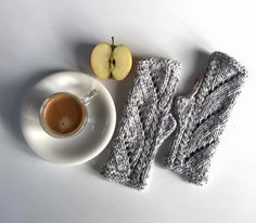 Handknitted mitts by Petit Moricz