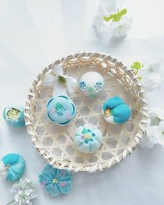 Image may contain: jewelry Japanese Candy, Japanese Sweets, Japanese Food, Japan Cake, Japanese Wagashi, Eat This, Beautiful Desserts, Moon Cake, Rice Cakes