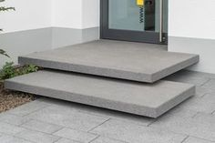 METTEN Freischwebende Stufen: Conceo CD0107 und Boulevard Basaltanthrazit.