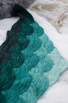 4d4802030b96 accessoire tricot femme - châle Aranami - tricot modulaire Echarpe Tricot,  Oreiller En Tricot,