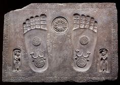 Footprints of the Buddha Buddha Buddhism, Buddhist Art, Ancient Symbols, Ancient Artifacts, Buddhist Traditions, Greek Culture, Marble Art, Stone Art, Indian Art