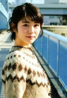 浜辺美波 Beautiful Japanese Girl, Japanese Beauty, Beautiful Asian Girls, Asian Beauty, Beautiful Women, Pretty Girls, Beautiful Figure, Japan Girl, Girl Short Hair