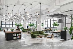 Shake Shack Renovates a Print Building for New York City Headquarters - Design Milk Burger phenom Shake Shack enlisted Michael Hsu Office of Architecture to renovate an old print buil Open Concept Office, Cool Office Space, Office Space Design, Modern Office Design, Workspace Design, Office Interior Design, Office Interiors, Home Interior, Open Office