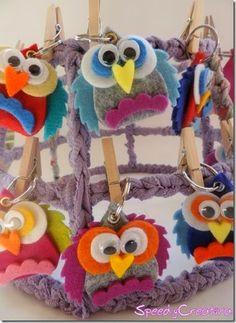 espositore bijoux e portachiavi con rete riciclata e fettuccia - jewellery & keyring display