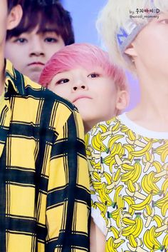 LIKE SEVENTEEN. Short people probs with Woozi