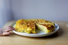 tortilla de patatas – smitten kitchen Vegetarian Recipes, Cooking Recipes, Vegetarian Lunch, Good Food, Yummy Food, Tasty, Delicious Dishes, Yummy Eats, Delicious Recipes